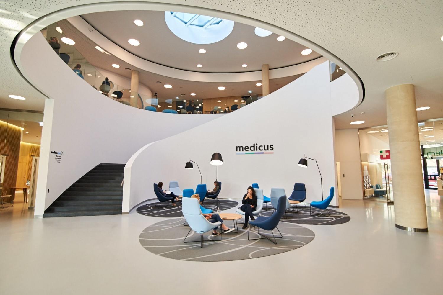 Medicus clinic klinika wnętrze klatka schodowa